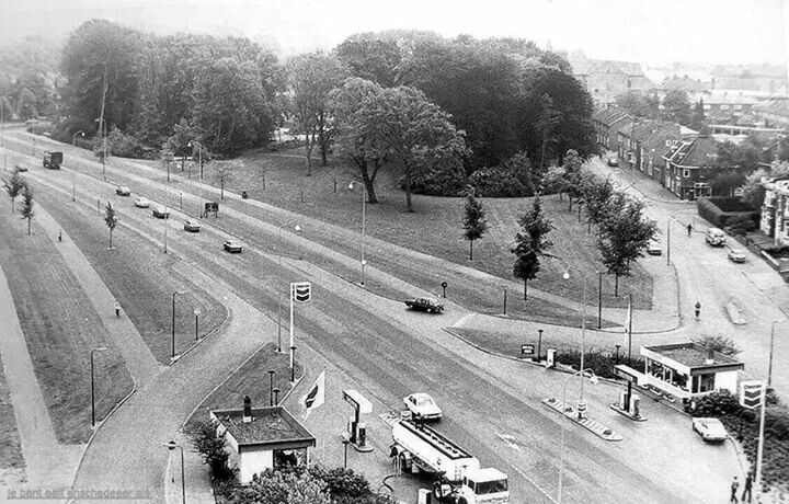 Nederland, Enschede, Boulevard 1945 met rechts naar boven de Heutinkstraat Foto: Je bent een Enschedeer als...