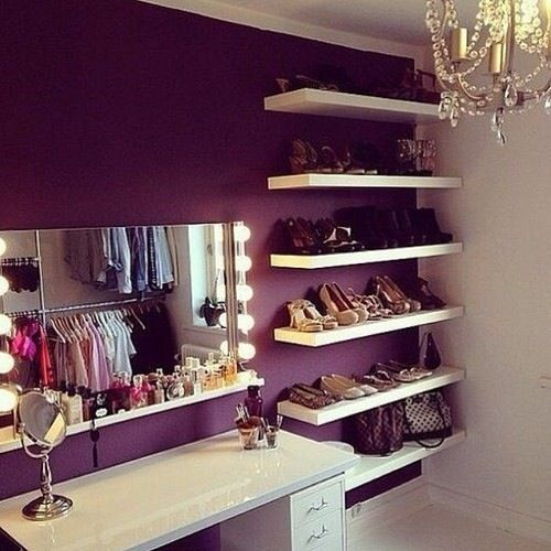 Girly space to get ready for the everyday show of life!: