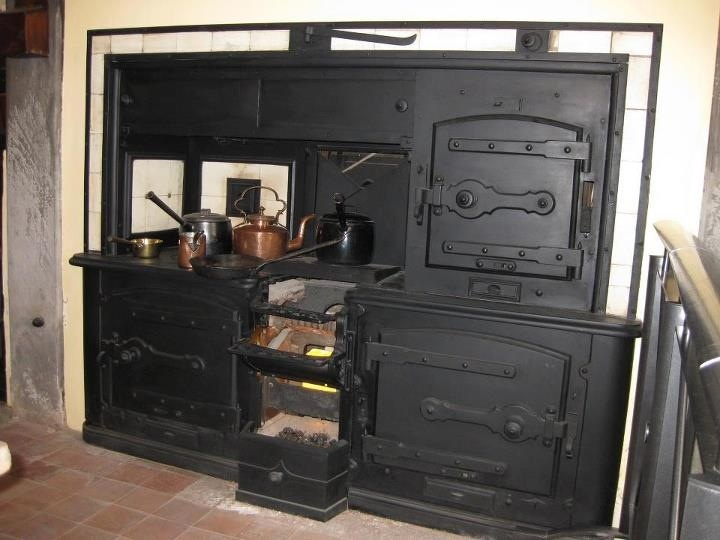 Wood feed oven ...all cast iron makes me want to cook just looking - 25 Best Cast Iron Range Images On Pinterest