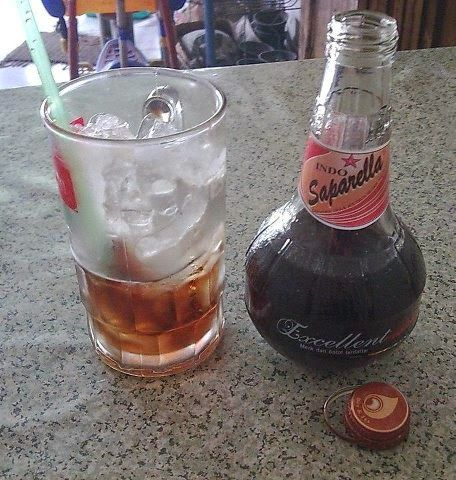 You've lived in Yogyakarta in the era of the 1950s, would never drink lemonade Sarsaparilla. By some communities in Yogyakarta called saparilla lemonade. Lemonade is a type of carbonated beverage popular in the 1950s to the 1970s. Java Cola, lemonade sarsaparilla most connoisseurs agree say so. Type brownish purple drink is never ranks the favorite drink in Yogyakarta.