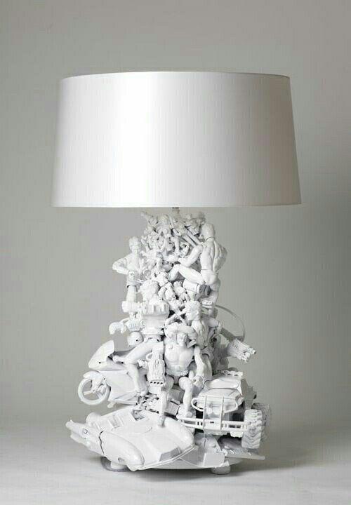 ☆ déco chambre enfants ♡ pied de lampe avec petits jouets collés et peints ☆