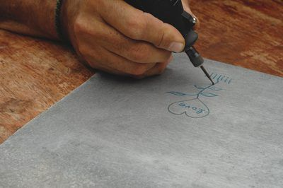 How to Engrave Metal With a Dremel Tool. Metal engraving and etching is a great way to turn plain metal objects into precious keepsakes or just to label an item for a useful purpose. Whether you're engraving on soft or hard metals, thick or thin, you can use a Dremel rotary tool to create grooves, frosted textures or simple lines. Create words,...