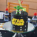Pour les 6ans de mon minibout, le thème tout trouvé était StarWars! A nous, les constructions de sabres laser, les combats de Jedi......
