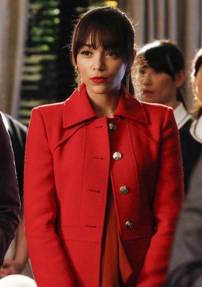 Red Gucci coat. Ashley's red coat on Revenge.  Outfit Details: http://wornontv.net/15029/ #Revenge #ABC