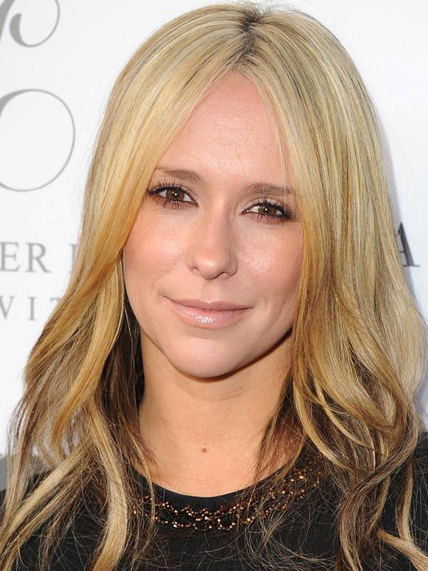 Jennifer Love Hewitt's new blonde hair colour: http://beautyeditor.ca/2014/04/03/jennifer-love-hewitt-blonde-hair/