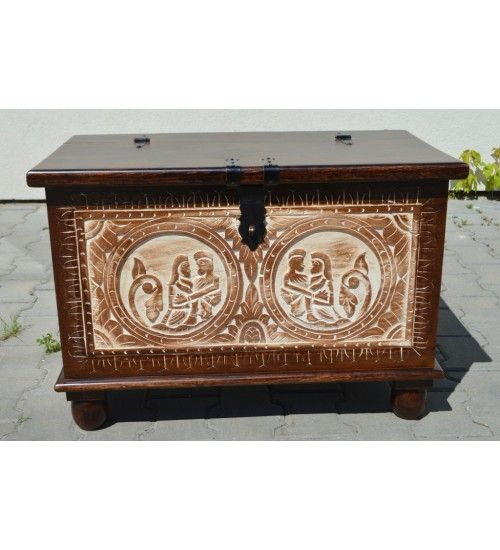 Pojemny, solidny i dekoracyjny. :) Polecamy ręcznie wykonany i rzeźbiony indyjski #kufer: http://bit.ly/1Ou1HP8 #kufry