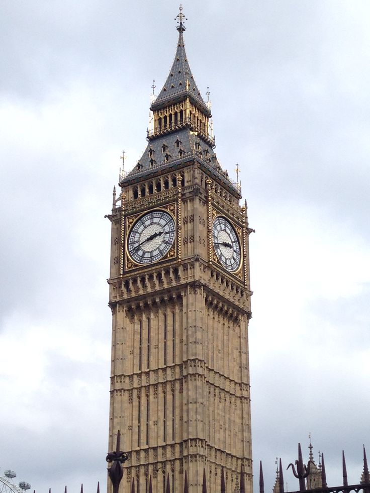 Elisabeth Tower / Big Ben at Westminster London