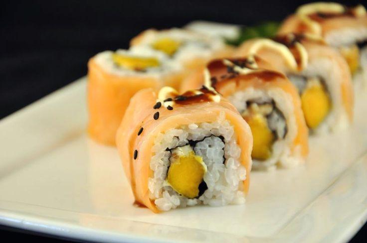 Heel basic, maar toch zo vol van smaak, deze Sweet Salmon Sushi. De zoete mango maakt een hemelse combinatie met de gerookte zalm.