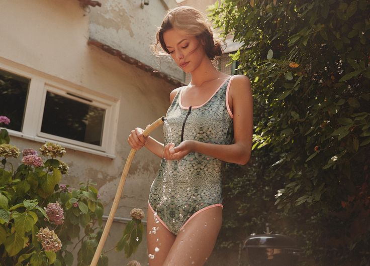 Maillot de bain une pièce Green water Lily  http://www.leinboho.com/produit/maillot-une-piece-green-water-lily/