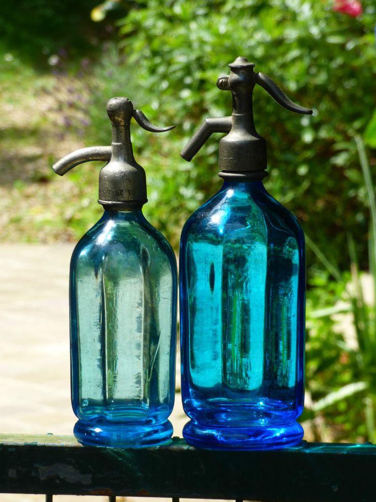 siphon.seltz. RARE. Lot 2 siphons bleus à LARGES STRIES.