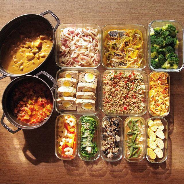 仕事と趣味と家のこと、時間が足りない~ すでに斜陽タイム。 きのこカレー/豚生姜焼きの素/鮭の南蛮漬け/ゆでブロッコリー/ラタトゥイユ/ミートローフ/ガパオ/ファルファッレ/エビとパプリカのマリネ/ほうれん草お浸し/なすと豚肉の味噌炒め/厚揚げのそぼろ煮/卵焼き これと、味玉。 #作り置き #常備菜 #おかず #つくりおき #つくおき #ストックおかず #料理 #クッキングラマー #cooking #instafood #foodphoto #staub #ストウブ #うちごはん #ごはん #instacook #instahomemade #delistagrammer #homecooking #cookingram #food #cooking #kurashiru