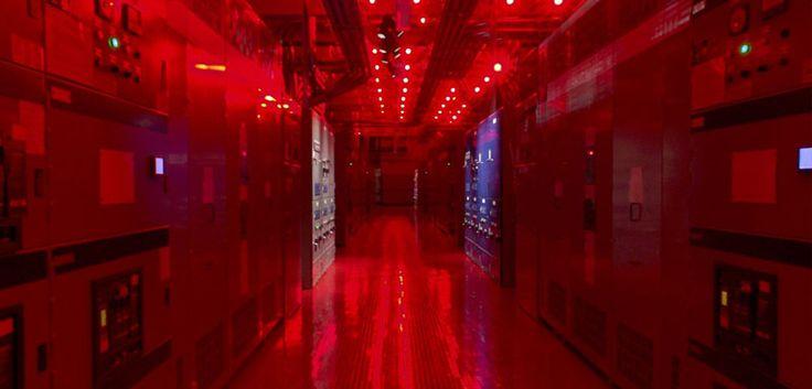 Dag / nacht verlichting in datacenter.