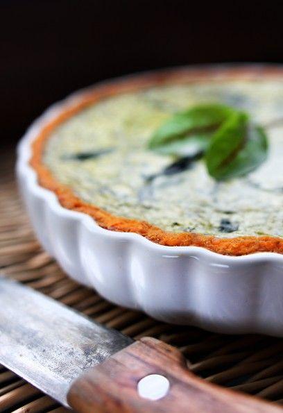 Spinach tart - delicious! Statt saure Sahne, Milch und creme fraiche, kann man auch einfach Schmand nehmen. Schmeckt genauso lecker!