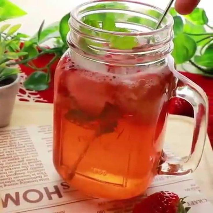 シュワっと香る甘酸っぱい「いちごソーダ」レシピ