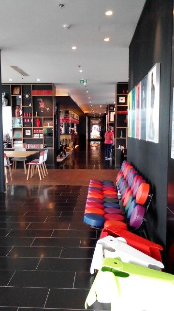 CitizenM hotel....near airport in Paris. Nice place to stay...lain dari yang lain.