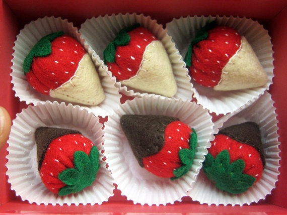 DusiCrafts: Felt food set - Strawberries and chocolate gift box- Tea party playset