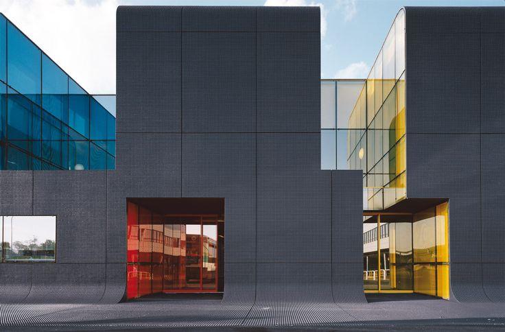 RATP Bus Center in Thiais / ECDM #concrete #glass