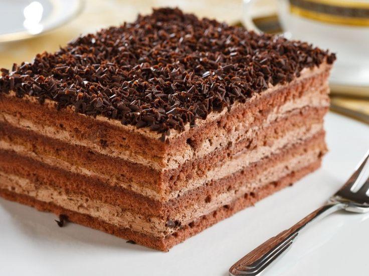 Prajitura cu blat si crema de ciocolata este un o reteta delicioasa, plina de ciocolata, care poate fi pregatita si ca tort. Ingredientele necesare