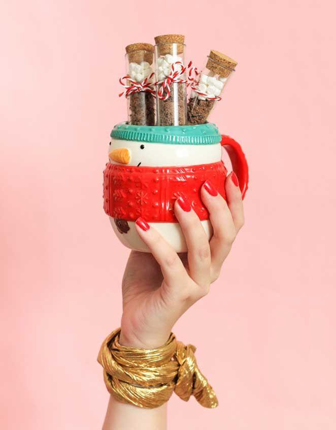 Descubra como fazer um chocolate quente superfofo para presentear quem você ama neste natal!