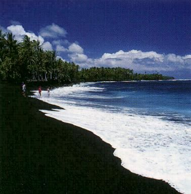 black sand beaches in hawaii let 39 s go somewhere