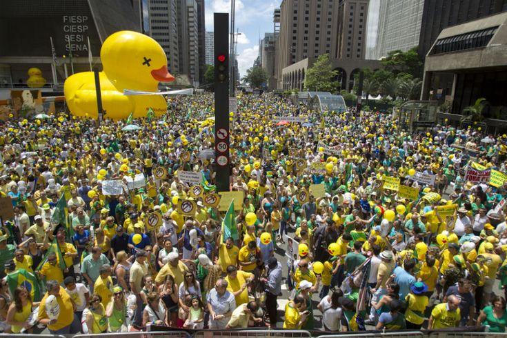 Opera Mundi - O fracasso das manifestações de 13 de dezembro: é o peso de carregar Eduardo Cunha nas costas