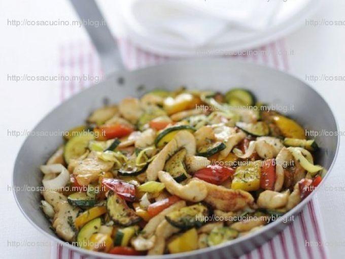 Ricetta Portata principale : Pollo ai peperoni con arancia e rosmarino da Makeidea