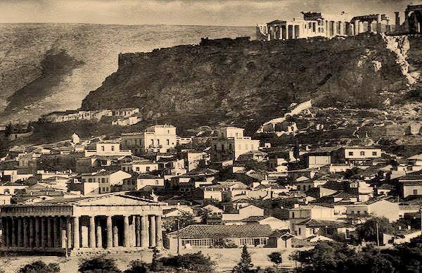 Το τέλος του Α' παγκοσμίου πολέμου βρίσκει τον Ελευθέριο Βενιζέλο και τους φιλελεύθερους, αδιαμφισβήτητους κυρίαρχους στην εσωτερική πολιτική σκηνή της Ελλάδος. Τα βασικότερα εργαλεία για την επικράτηση αυτή μετά το 1917, ήταν η εξορία του Βασιλιά Κωνσταντίνου, η επιβολή στρατιωτικού νόμου, η εκκαθάριση των δημοσίων υπηρεσιών από τους αντιβενιζελικούς, η αναγκαστική αποστρατεία όλων των αντιφρονούντων Βασιλοφρόνων αξιωματικών, η εξορία των είκοσι σημαντικότερων πολιτικών προσωπικοτήτων των…