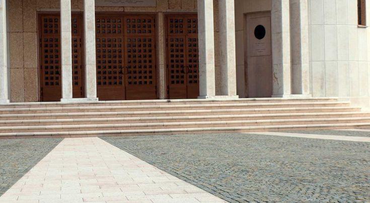 #porfido #chiesa #cerchio #cubetti #stone #effect #pavimenti #rivestimenti #church #stone #luserna #botticino #prun  www.appiaanticasrl.it