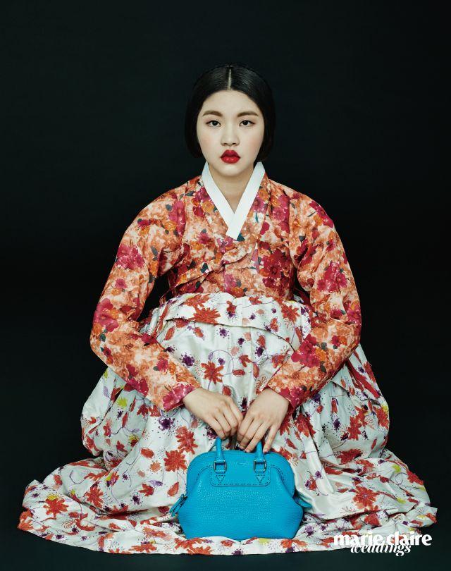 Hanbok 차이 김영진(Tchai Kim Young Jin), 셀러리아 미니토트백 3백34만원 펜디(Fendi).