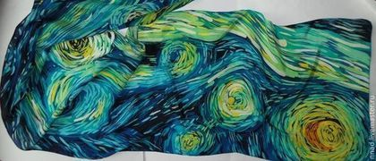 Купить или заказать Батик шарф шелковый 'Звездная ночь' в интернет-магазине на Ярмарке Мастеров. Шарф был расписан на заказ по картине Ван Гога 'Звездная ночь'. По просьбе заказчика нарисовано только небо. Могу повторить на заказ по вашему желанию. Точное повторение невозможно из-за техники. Выполнено в технике горячего батика. Подшит высококачественными вышивальными немецкими нитками Мадейра московским швом.