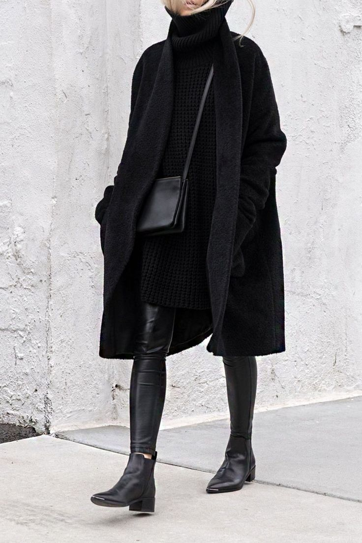 All black winter outfit, leather trousers and turtle neck sweater | winter fashion | streetstyle