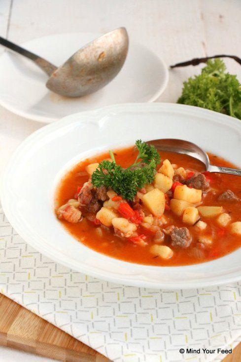 Goulash soep met paprika en aardappel - Mind Your Feed