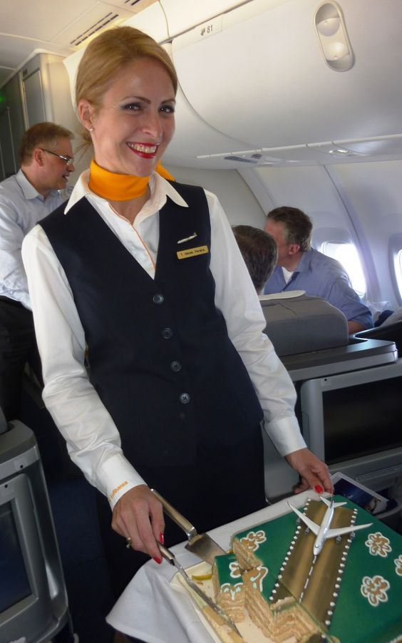 Lufthansa Stewardess | Airline Stewardesses • 50 of the ...