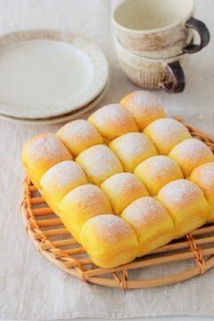 16分割してスクエア型でちぎりパンとして焼く際は200度余熱を160度に下げ16分ほど焼きます。
