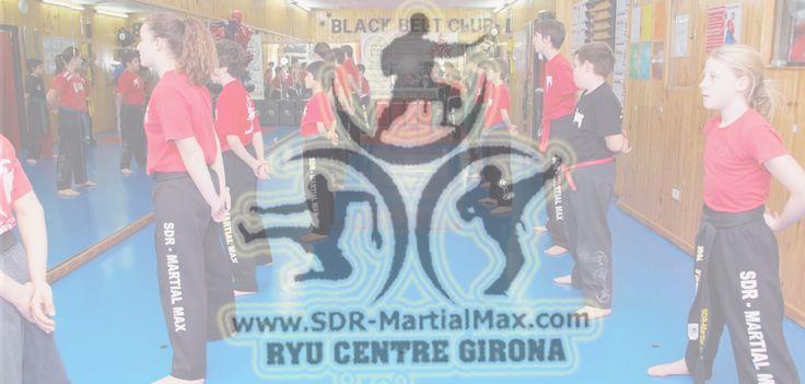 Este programa combina las bases del Karate unidos a la defensa del jiu jitsu, impregnada de algunas artes marciales mixtas, por lo que su hijo o hija va a afinar sus reflejos y habilidades de pensamiento también!
