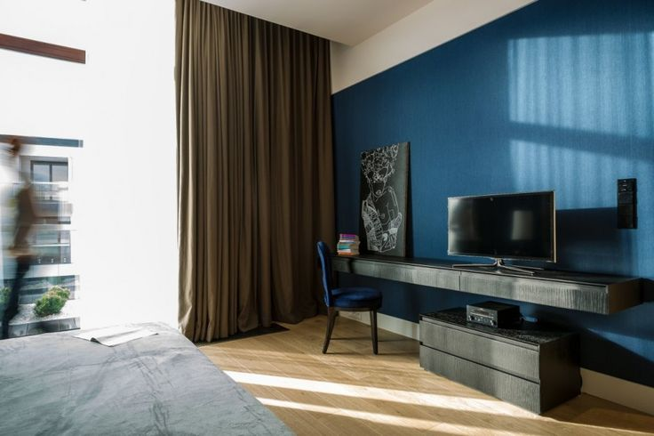 Apartment Warsaw centre luxurious white sofa couch lamp spacious timeless bedroom desk blue