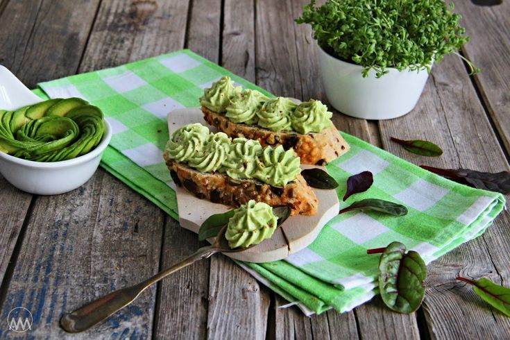 V kuchyni vždy otevřeno ...: Pomazánka s avokádem a Nivou