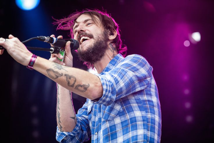 "Band of Horses Share Karaoke-Inspired ""Casual Party"" Lyric Video, Announce World Tour 