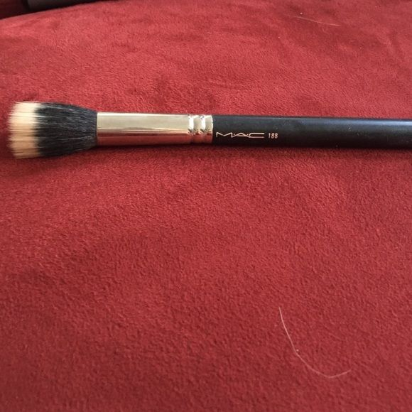 MAC 188 foundation brush Nearly perfect condition MAC foundation brush, retails for 26-30 MAC Cosmetics Makeup Brushes & Tools