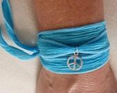 mão pulseira envoltório de seda tingidos