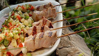 Petites brochettes de porc à la bière et à l'érable, salsa d'ananas
