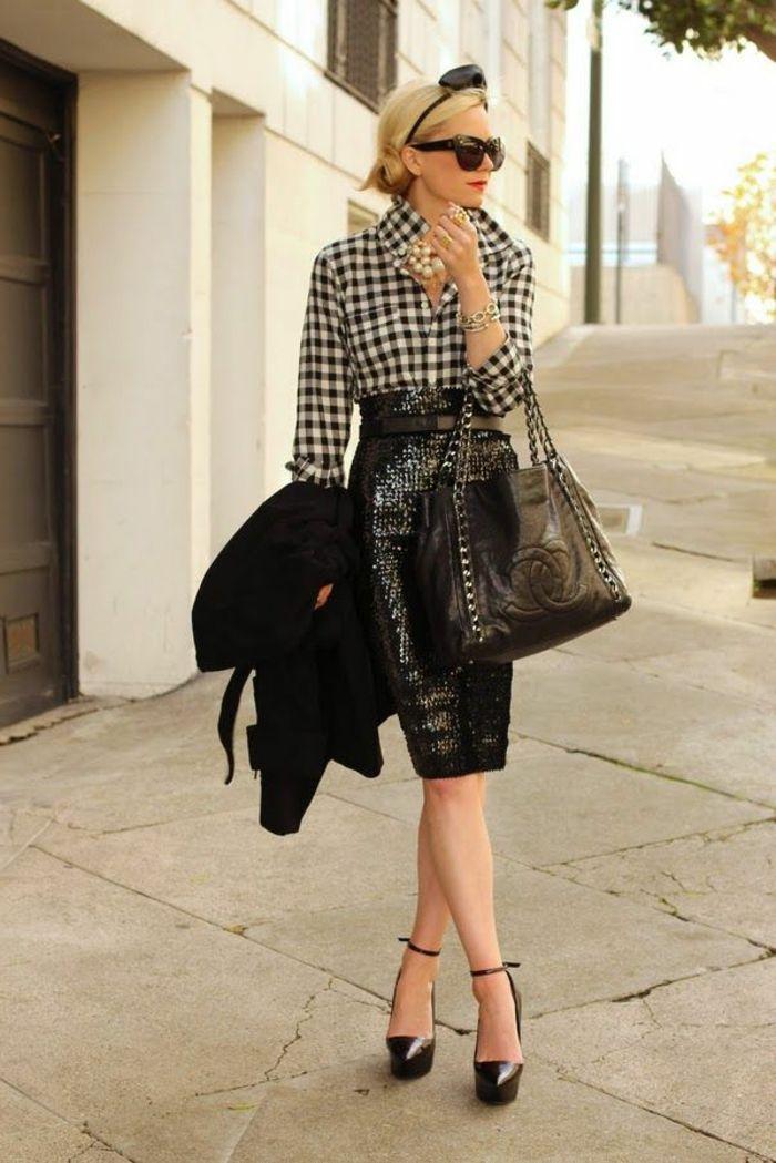 jupe droite en cuir noir, une femme blonde élégante avec lunettes de soleil, accessoire pour les cheveux