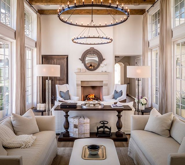 Symmetry at its finest. Love this stunning room designed by @jeffreydungan. Can you pick your favorite detail?