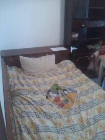 300 lei: inchiriez camera cu balcon pentru o fata (studenta sau salariata) in apartament de  4 camere .acces la toate utilitatile( aragaz,frigider,masina de spalat ,CT) cu baia langa camera.zona podu rosu(.vis...