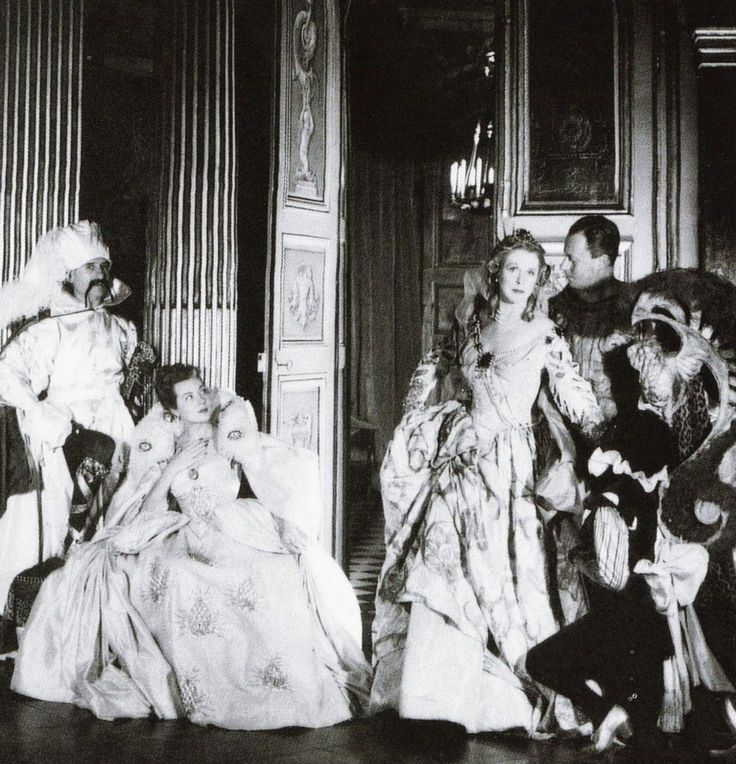 Paul-Louis Weiller, Madame Mallard, Lady Diana Cooper, Baron de Cabrol and Madame Hersent at the Bal Beistegui