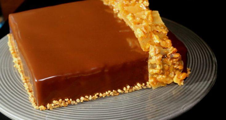 Sjokolade og salt karamellkake med nøttenugatine