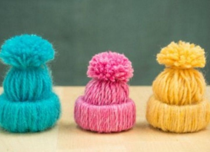 You'll love to make these adorable Yarn Hats and no needles are required.  Get the Tutorial now.