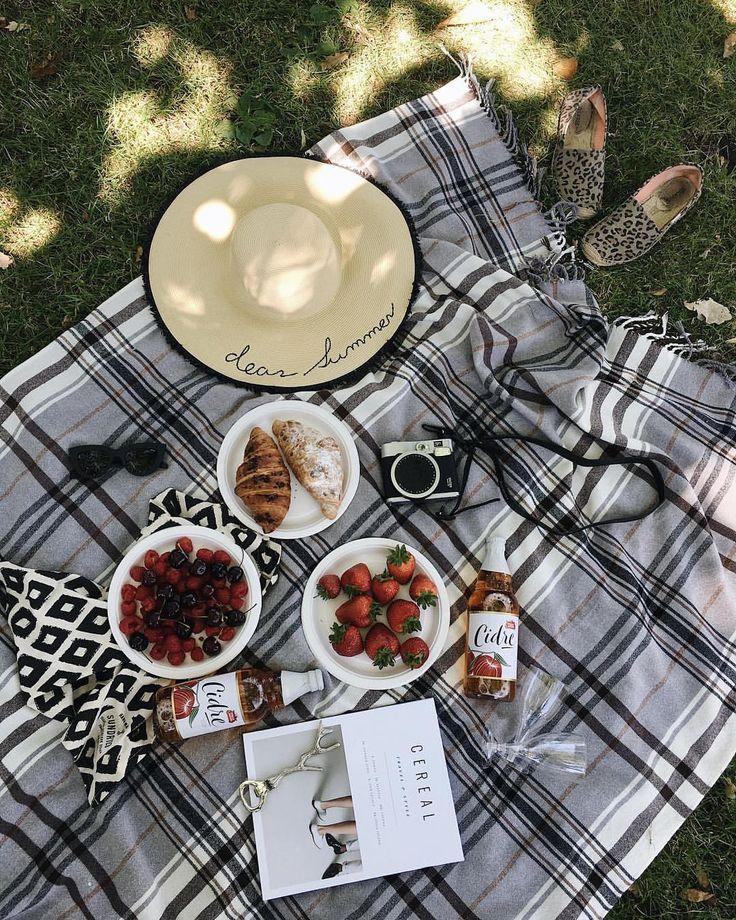 2,298 отметок «Нравится», 34 комментариев — Alexandra (@alleksana) в Instagram: «Dreaming about this picnic ❤️ Переезд, заканчивайся побыстрее, я хочу гулять и пить сидр в парках.…»