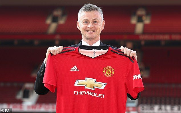Solskjaer Reveals He Spoke To Sir Alex Ferguson After Being Appointed Manchester United Football Club Sir Alex Ferguson Manchester United Football