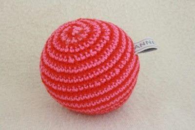 Gehaakte bal patroon. Crochet ball pattern in Dutch